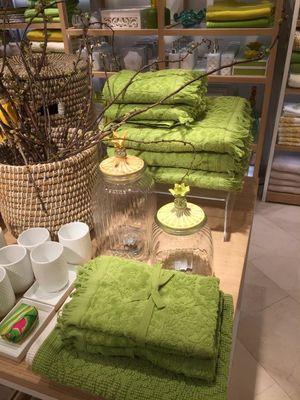 gr n ist die farbe der stunde tagblatt der stadt z rich. Black Bedroom Furniture Sets. Home Design Ideas
